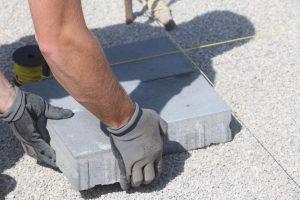 Do oprav a údržby silnic a chodníků poputují desítky milionů