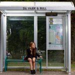 Zastávky ve Frýdku-Místku mají nové polepy proti ptákům